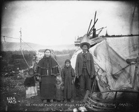 Gwich'in_family_outside_home