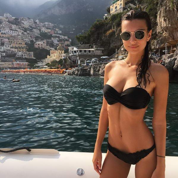 Emily-Ratajkowski-Bikini-Italy_2