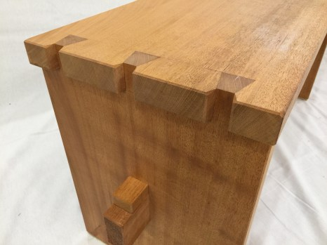 Dovetail corner of Tea house garden bench