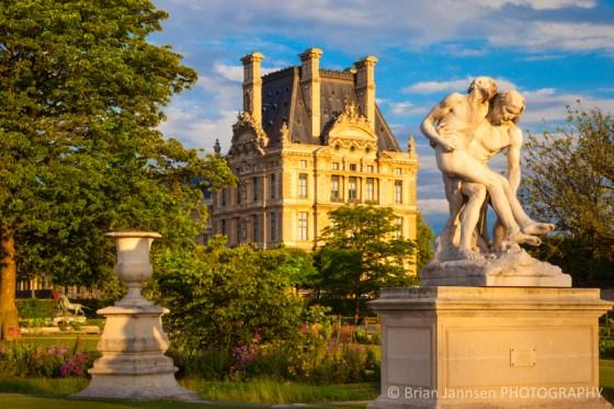 Statue Jardin des Tuileries Musee du Louvre Paris France