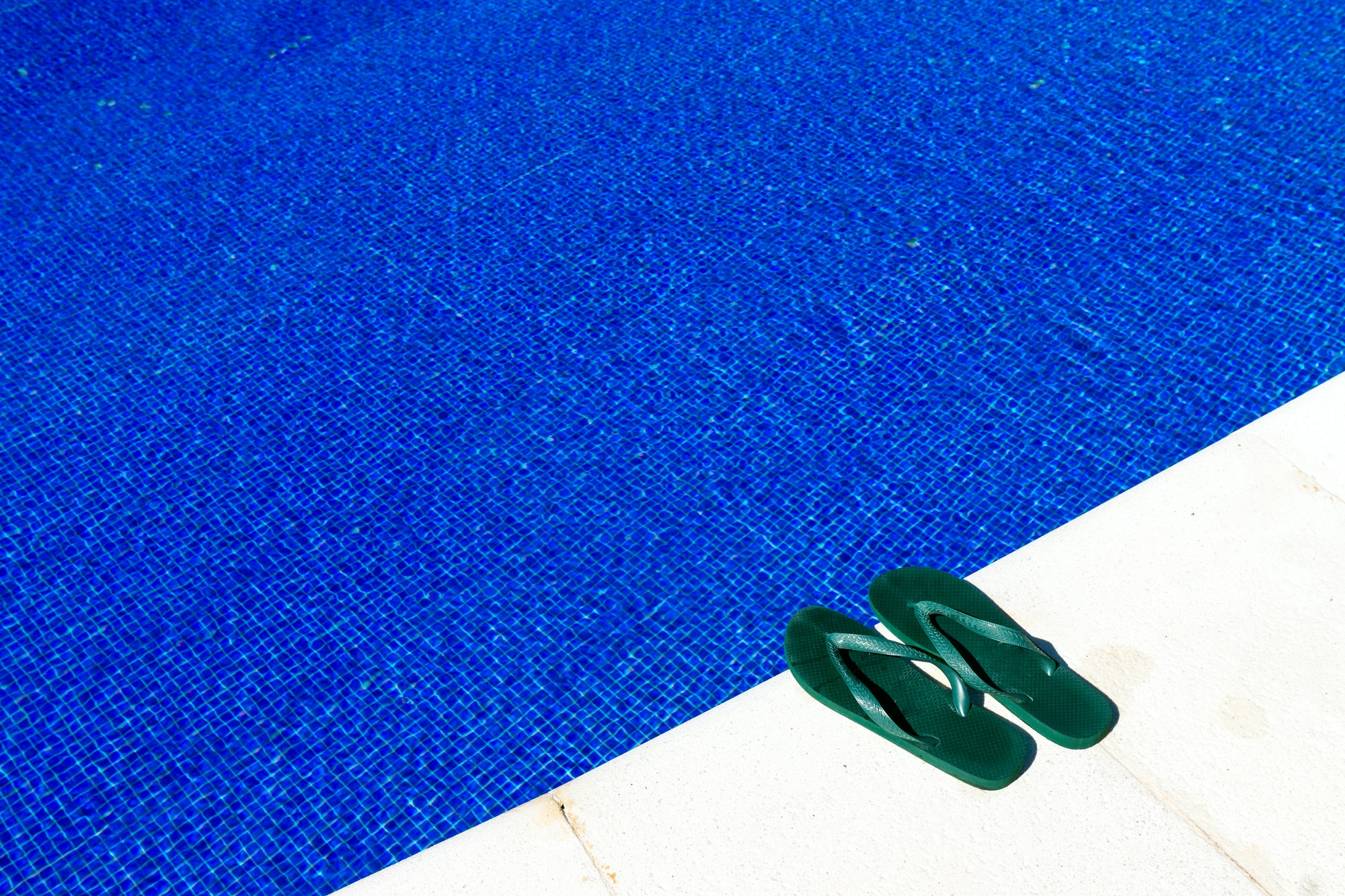 Swimming pool with flip-flops