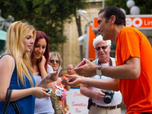 Close-Up-Magic-for-Promotional-Events-by-Magician-Brian-Role-MagicianMalta
