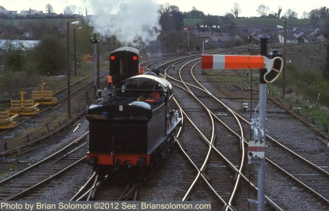 Locomotive 461 shunts a carriage in Mullingar on April 21 2000.