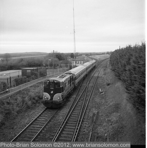 That same day, I was also fortunate to intercept locomotive 124 and a three-piece Mark3 push-pull, normally assigned to the Limerick-Limerick Junction shuttle, on its way to Dublin for servicing.