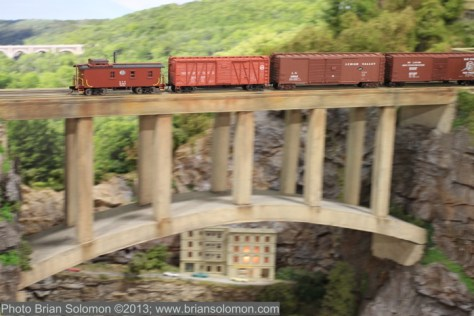 NYC_caboose_w_Martins_Creek_viaduct_IMG_0487 3