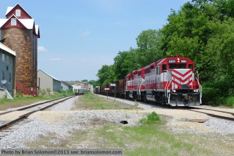 Wisconsin & Southern's westward freight L464 at Sun Prairie. Lumix LX-3.