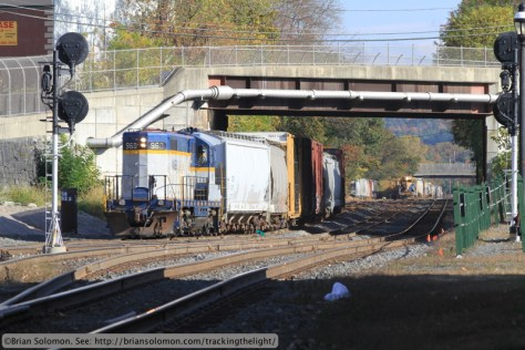 Having dropped its interchange and collected its cars from CSX's yard, Mass-Central 960 returns west on the interchange track at 3:23 pm. Canon EOS 7D photo.