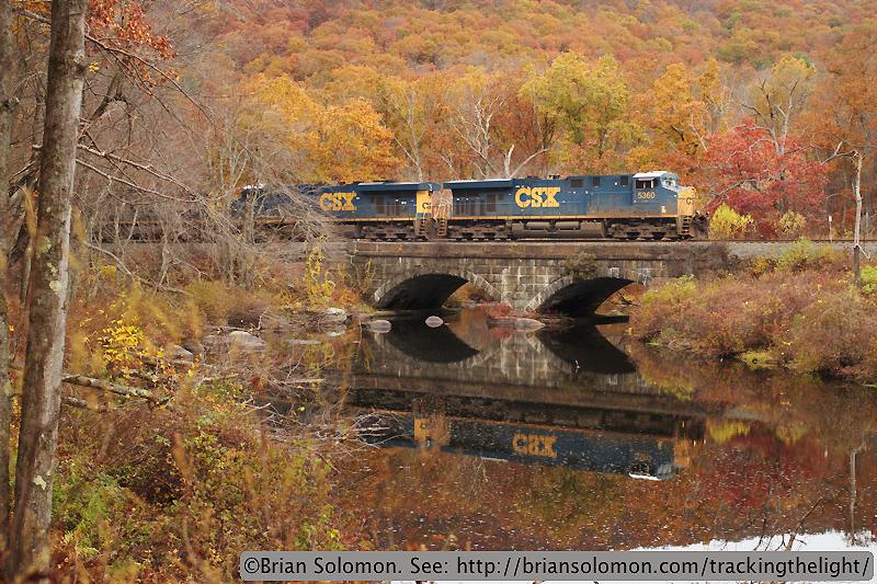 CSXT train on bridge.