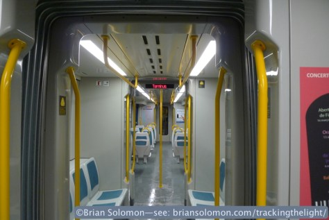 Porto_tram_interior_P1630223