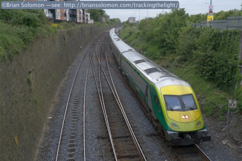 Irish Rail Mark 4 arrives from Cork. Lumix LX3 photo.