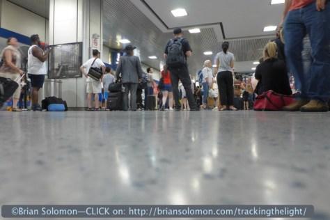 Penn_Station_mob_scene_floor_P1050498