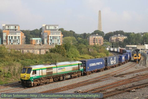 Irish_Rail 218 leads Friday's IWT liner with EM50 on Platform 10. Exposed with a Canon EOS 7D with 40mm Pancake Lens.
