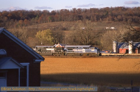 Norfolk Southern eastbound near Mexico, Pennsylvania with a former Conrail General Electric DASH8-40CW in the lead.