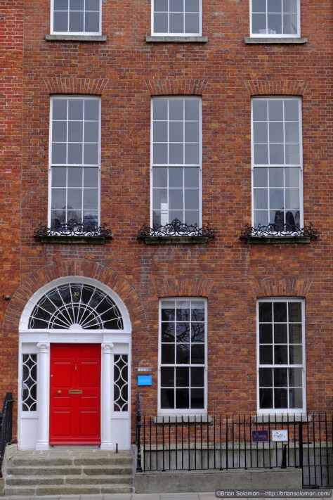 Georgian terrace house at Merrion Street Upper. Fuji X-T1 photo.