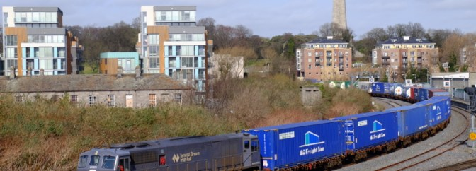 Tracking the Light Extra Post: Irish Rail 071 leads Saturday's IWT Liner at Islandbridge Junction.