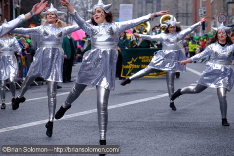Silver-girl_flying_1_DSCF3413