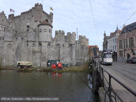 Gent Lijn 24 PCC with castle. Lumix LX7 photo.