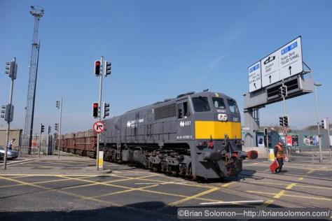 Irish_Rail_087_w_Tara_Minesw_MK3s_heading_into_Dublin_Port_DSCF5955