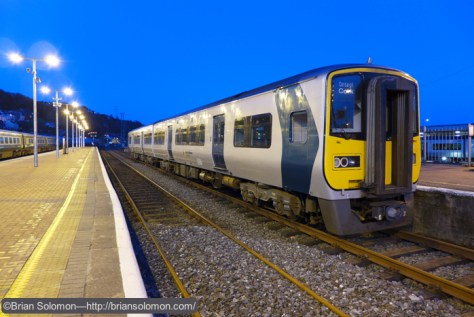 Irish_Rail_railcar_at_Kent_Station_dusk_P1210722