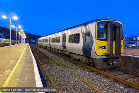 Irish_Rail_railcar_at_Kent_Station_dusk_P1210722