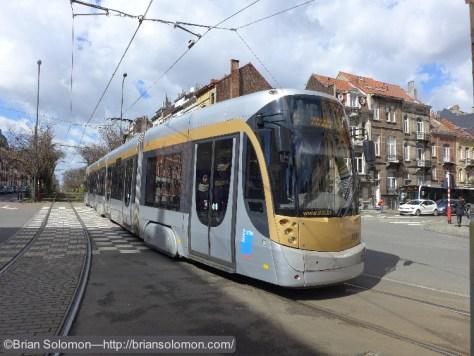 STIB_25_Tram_near_Maiser-Patrie-Vaderland_Brussels_P1180929