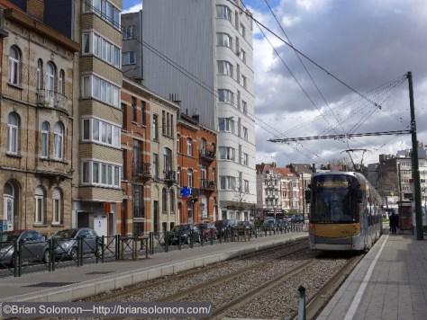 STIB_25_Tram_near_Maiser_Brussels_P1180938
