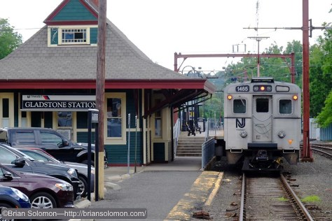 Gladstone_Station_w_NJT_Silverliner_DSCF1701
