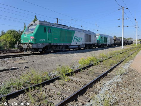 Another HDR view of the SNCF grain train. The diesels were build by Alstom and Siemens.