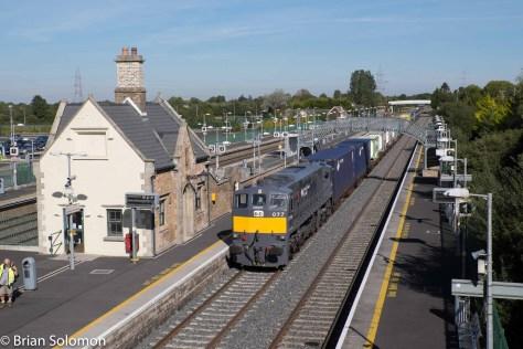 Irish_Rail_2nd_IWT_Liner_at_footbridge_Hazelhatch_Station_tight_DSCF3275