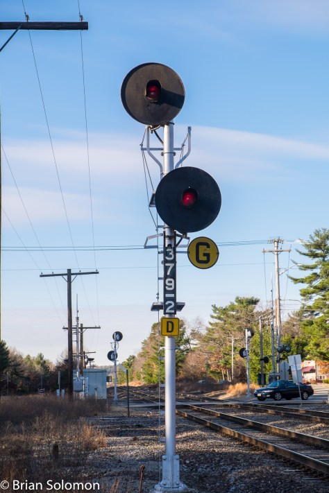 B&M was among railroads that used staggered heads for intermediate signals. Notice the use of both the traditional 'G' plate and the more recent 'D' plate.
