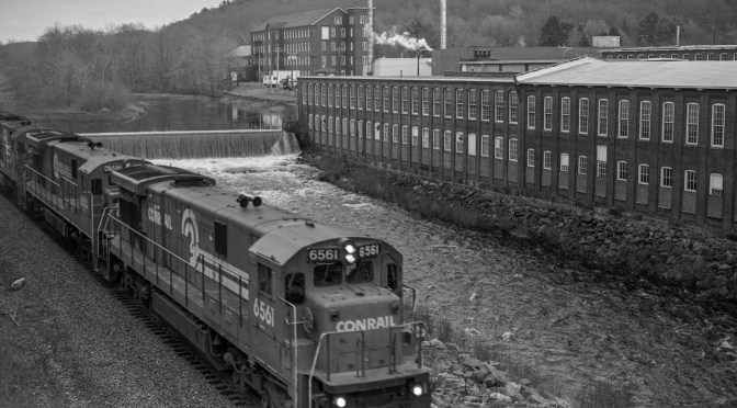 Tracking the Light EXTRA: West Warren—Conrail C30-7A from a different angle.