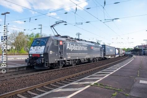 A northward SBB freight glides through Rastatt.