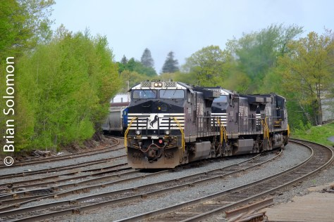 Norfolk Southern 66N takes the switch on to the P&W at Gardner.