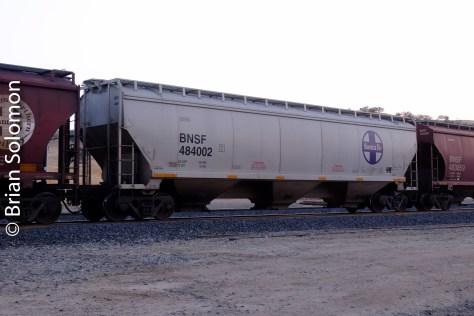 BNSF_ATSF_grain_car_at_Bealeville_sunset_DSCF1366