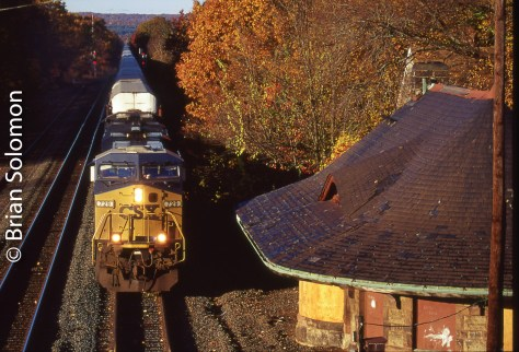 CSX Q264 at East Brookfield, Massachusetts, October 25, 2009.