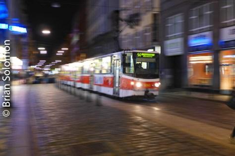 tram_at_night_prague_p1520920
