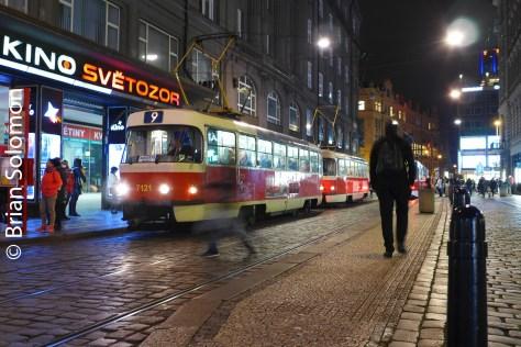 tram_at_night_prague_p1520923
