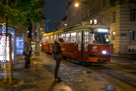 tram_near_josefstadter_dscf7768