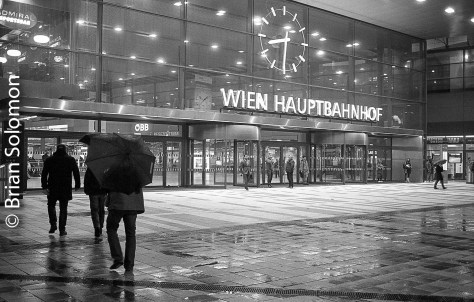 The new Vienna Main Station on the evening of 19 October 2016.