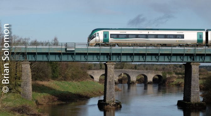 Irish Rail Crossing the Barrow at Monasterevin.