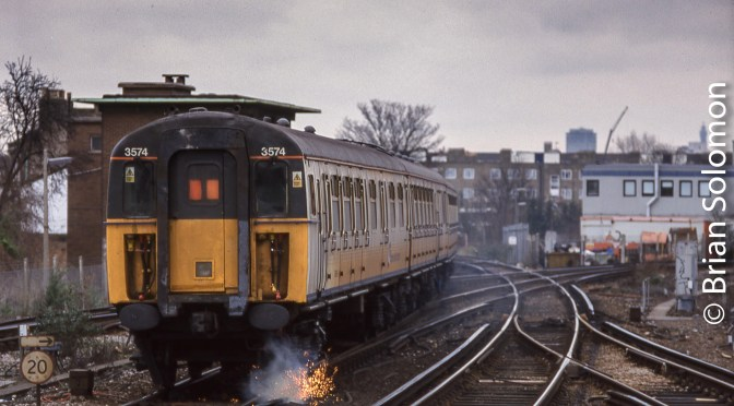 Flash from the Past: Southern Region Slamdoor EMUs at Herne Hill, London.