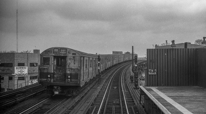 An RR Train on the Astoria Line.