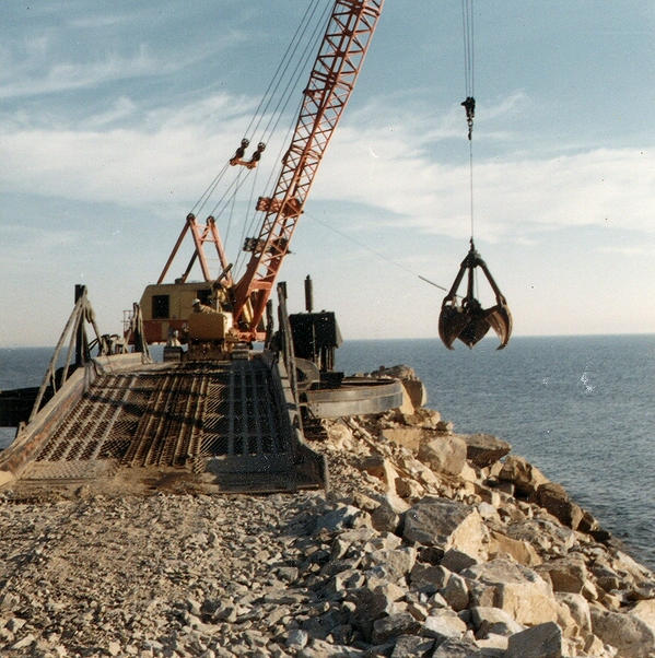 breakwater construction 3127921635_5e880c9e97_o-thumb-600x602-91779