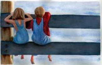 Due bambini che guardano oltre la staccionata