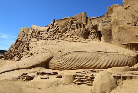 balena - scultura - sabbia