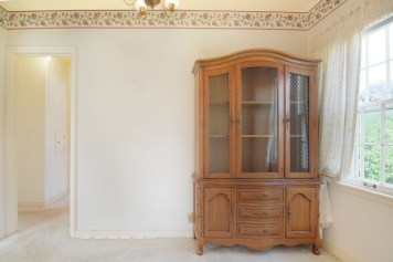 How beautiful is this hutch?!