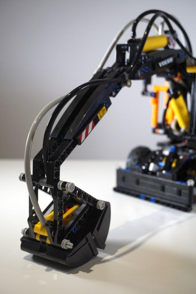 Lego Volvo EW160E Bucket
