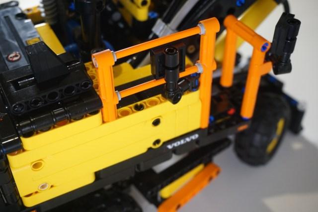 Lego Volvo EW160E Orange