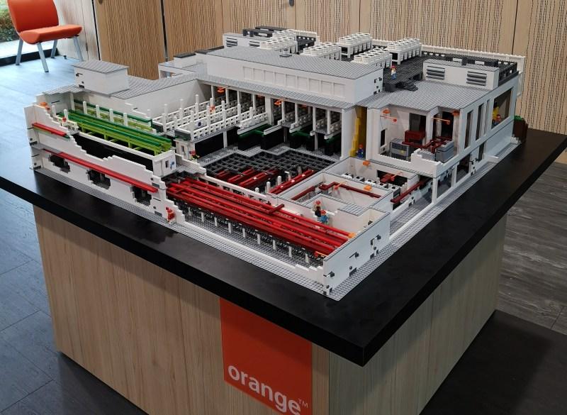 Maquette professionnelle data center Orange Lego