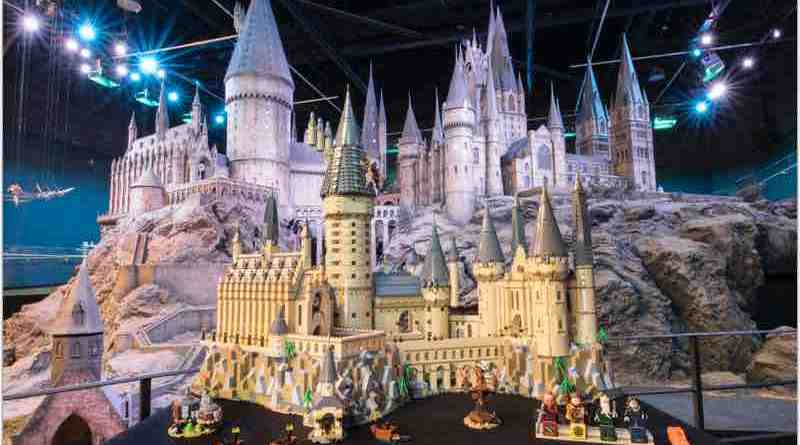 Explore the magic of Hogwarts™ Castle!
